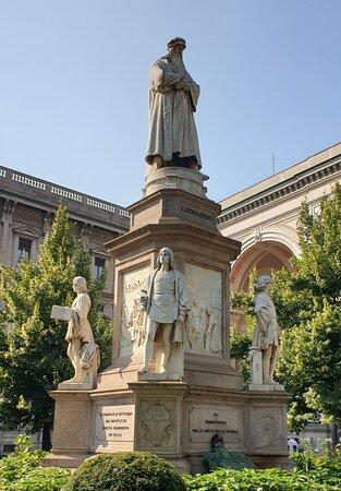 Fitting tribute in Piazza della Scala