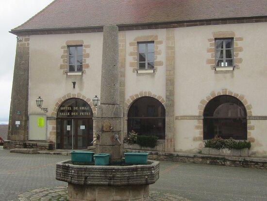Fontaine De Chatelus-Malvaleix