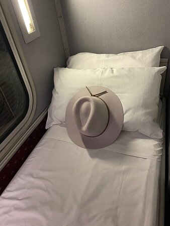 sleeper cabin Spirit of the Outback (hat not included)
