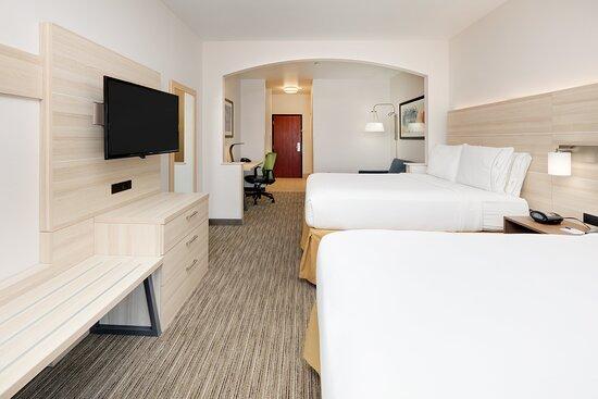 2 Queen Beds Suite Nonsmoking