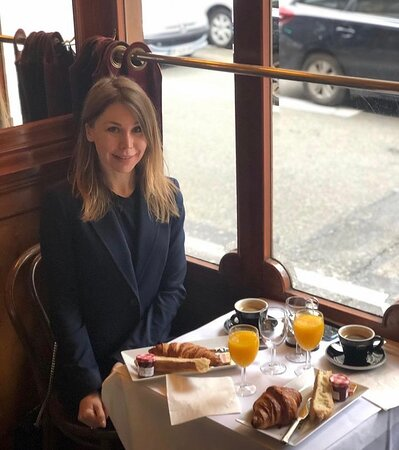 Quelle meilleure façon de commencer la journée qu'avec un petit-déjeuner au Général Lafayette. 🥐 Il est grand temps qu'on vous retrouve. 🤍 ◾ 📷 Repost : @larissa_tatarova ◾ ◾ ◾ #foodgasm #foodlover #lunch #cuisine #gourmet #paris #yummy #foodie #traditionalcook #frenchfood #augenerallafayette
