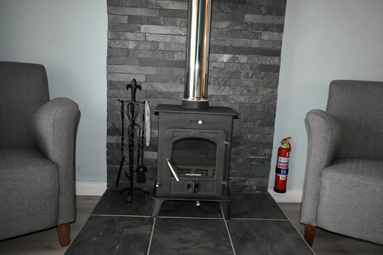 Seating area & fireplace.