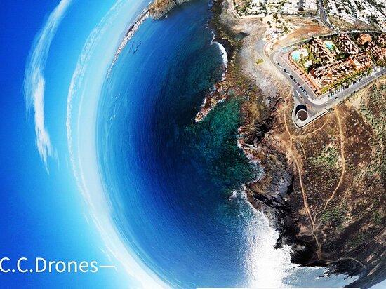 Foto tomada en el Palm-mar en el sur de Tenerife, a vista de pájaro con mi drone.
