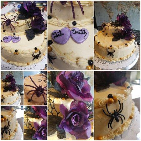 Bowmanville, Canada: Halloween 'themed' Wedding cake
