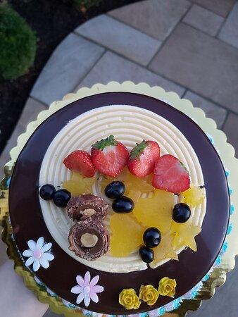 Kennington, UK: Vanilla and chocolate cake
