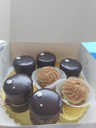 Kennington, UK: French cakes