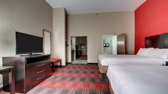 2 Queen Beds Guest Suite