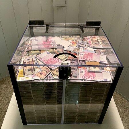 "Escape Room ""Money Heist - La Casa De Papel"""