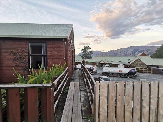 Lake Hawea, New Zealand: Unfinished bridge to go to the bathrooms