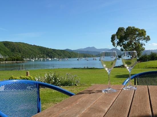 Pictures of Bay Vista Waterfront Motel - Picton Photos - Tripadvisor