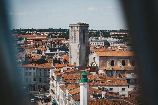 Private City Exploration Game in La Rochelle