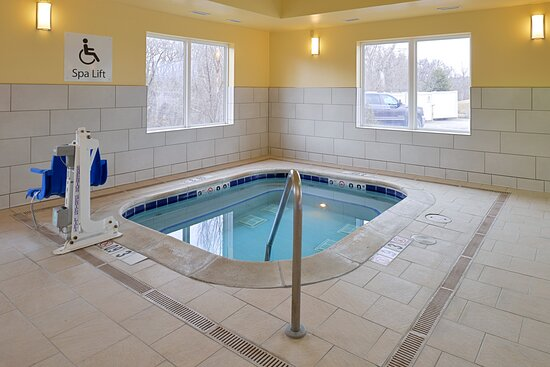 Hot Tub less than a mile from CHI Health Lakeside Hopital