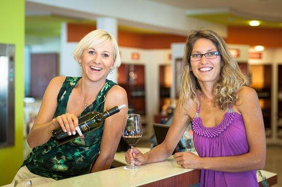 Antau, Austria: Vor Ort können die Weine direkt verkostet werden