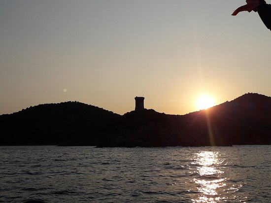 """Corse-du-Sud, Francie: Les tours génoise """"notre phare"""" vers les baie magiques."""