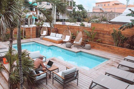 Sandbar Pool Accessible to all Drift Inn Guests