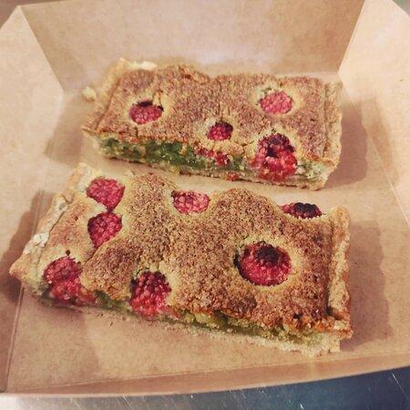 Tarte pistache framboise restaurant Thym Te Voila APT