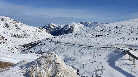 Ανδόρα: Souvenirs de mes Voyages --- Andorre -- Magnifique journée ensoleillée dans les Pyrénées  à la station du Pas de la Case faisant partie du site de Granvalira  21.01.27