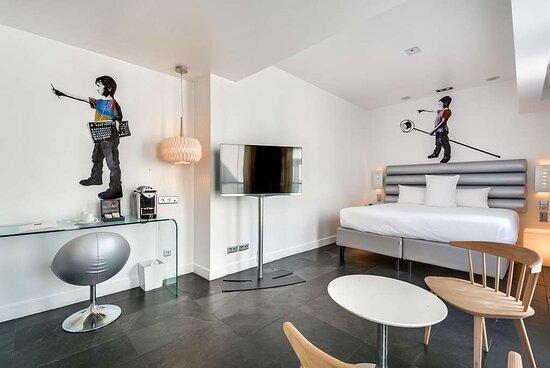 Deluxe Guest Room at 1KParis