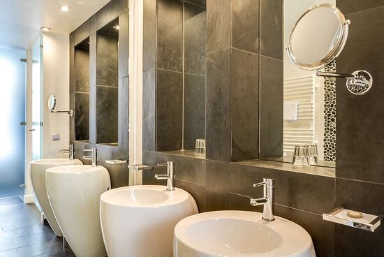 Deluxe Bathroom at 1KParis