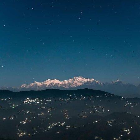 Beautiful view of Kunchanjunga seen from Darjeeling HillTop    Contact us at +91-9910847599 easthighlandstours@gmail.com