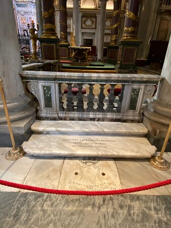 """Nave. Gian Lorenzo Bernini, Italian sculptor and architect, is buried here, in the Basilica of Santa Maria Maggiore. The famous artist, who died in 1680, rests in the very simple family tomb placed in a step on the right side of the main altar. The inscription means """"The noble Bernini family awaits the Resurrection here""""."""