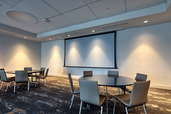 Rounds in our 1500 SF Wilmore Room