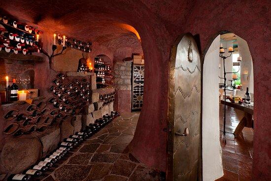 La Cave Interior