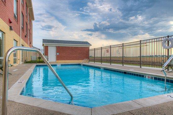 Remington, IN: Swimming Pool