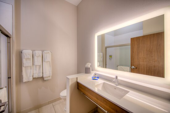Remington, IN: Guest Room Bathroom