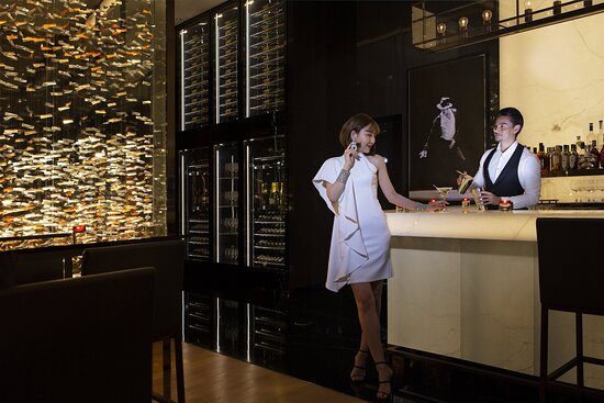 Bar With Model