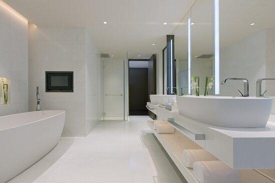 NCDNiccolo Suite Bathroom
