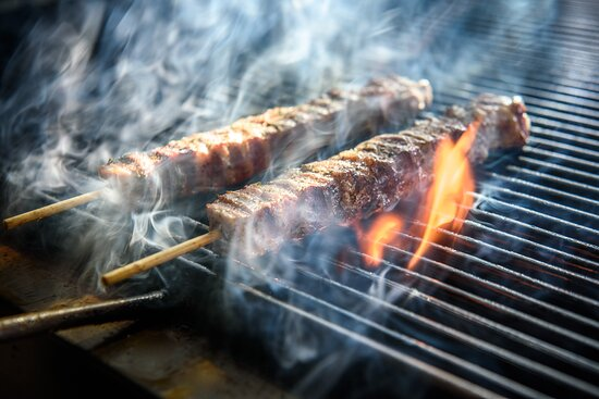 A meat bar, where the meat will be grilled in front of our customers' eyes, after an excellent process of meat cutting. Together with the high level meat quality, our traditional recipes include handmade pies and rolls