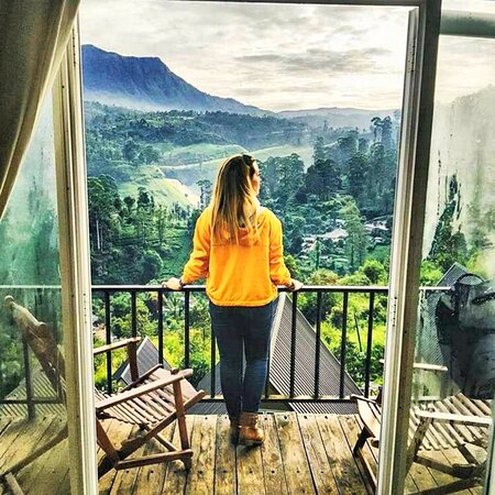 Plan your holiday in Sri Lanka with the best Sri Lankan tour packages to explore this exotic island and get the experience of Sri Lanka tailor made holiday packages