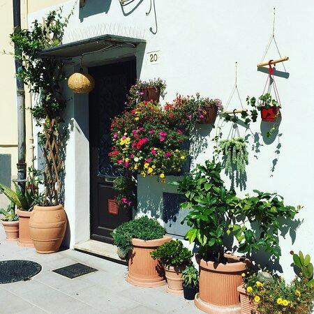 Tipico caruggio di Borgo Marina