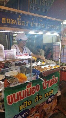 Evening Bangkok Food and Tuk Tuk Adventure: Khanom bueang