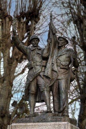 Monument aux morts de 1914 - 18 de DINAN