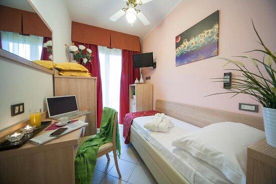 Camera Singola con Balcone e Bagno senza Bidet