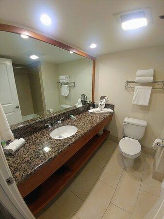 Oceanfront King bathroom - Inn at Cove Pismo Beach (14Mar20).