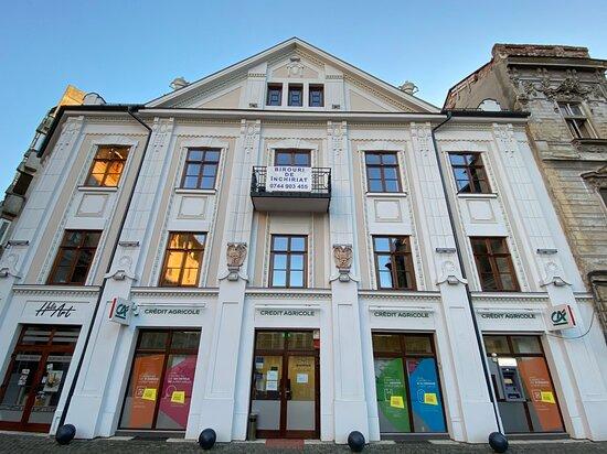 """""""la Leu"""" Bank House"""