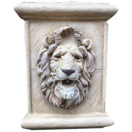 Fine Regency Style Cotswold Stone Lion Head Garden Wall Water Feature Mask Spout