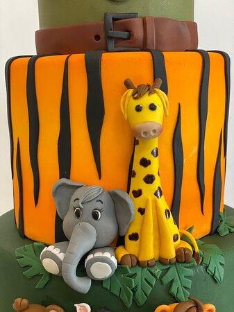 Phuket birthday cake 5 tiers with Mickey Mouse on safari theme