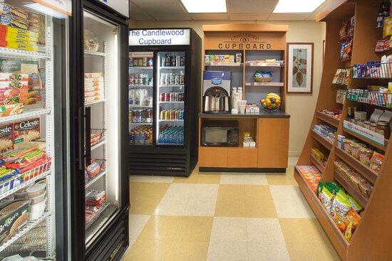 Candlewood Suites Hallmark: Guest Cupboard