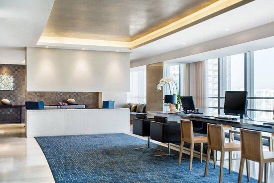 Le Meridien Club Lounge Business Center