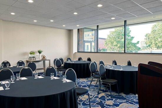 Fox Lake Meeting Room - Cabaret Setup