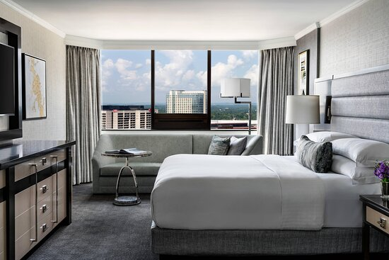 Ritz-Carlton Suite Bedroom