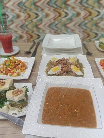 Beja, Tunisia: Salade mechwiya à la barbecue!!!!