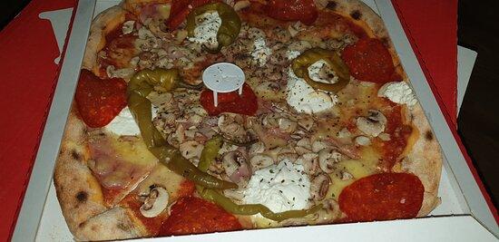 Osijek-Baranja County, Croatia: Višnjevac Pizza