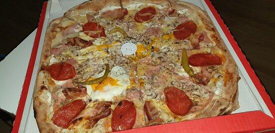 Osijek-Baranja County, Croatia: Slavonska bijela Pizza