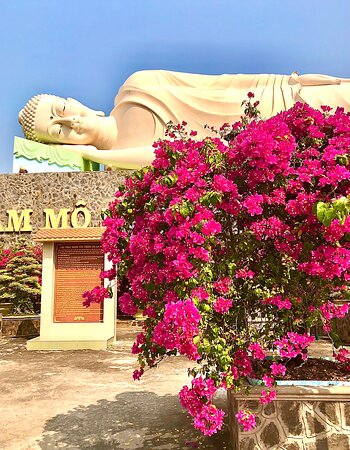 Vinh Trang Temple - socha spícího Buddhy