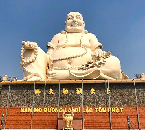 Obří socha Buddhy ve Vinh Trang Temple